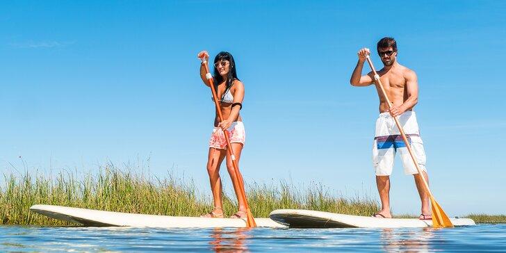 Dokážete stát na vodě? Dvě hodiny paddleboardingu s poučenou instruktáží