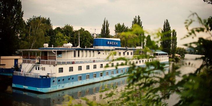 Letní pohoda na vlnách Vltavy: 2-3 dny se snídaní v botelu Racek v centru Prahy
