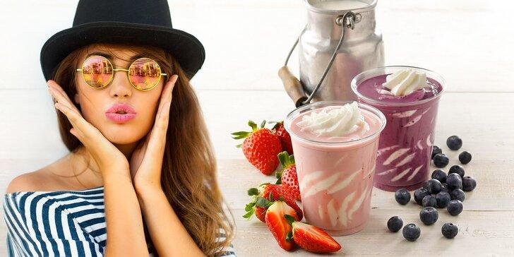 Osvěžení z Yobaru: Jahodový nebo borůvkový koktejl s frozen yogurtem