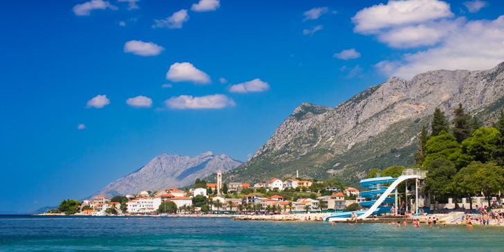 Chorvatský Gradac na 7 nocí v září s ubytováním ve vile či penzionu vč. dopravy