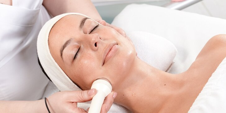 Ošetření pro zralou pleť s kyselinou hyaluronovou a masáží