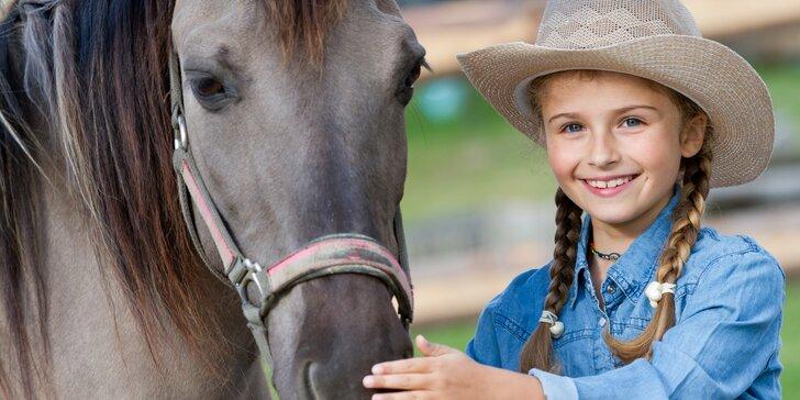 Léto u koní: dětský jezdecký tábor se závody i bez