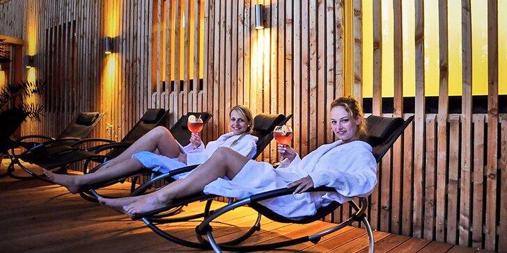 Exkluzivní relax pod rouškou tmy: Noční saunování s ceremoniály a grilováním