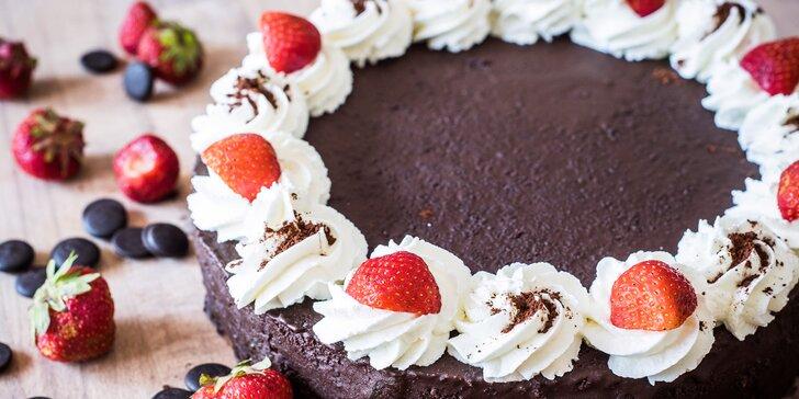 Naservírujte hostům to nejlepší: Sachrův dort naplněný poctivými surovinami
