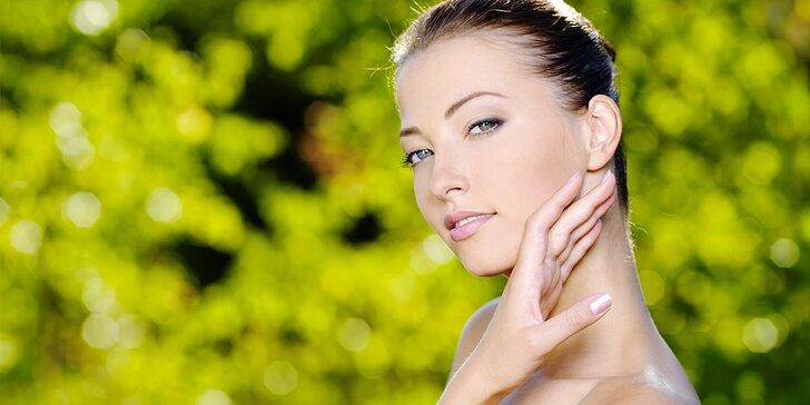 Kosmetické ošetření dle výběru: S depilací nebo s úpravou a barvením obočí