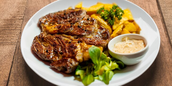 To má šťávu: libové gurmánské steaky v americkém stylu s přílohou a omáčkami