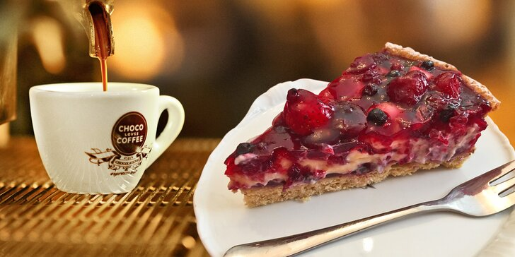 Sladká pauza na Vinohradech: šálek kávy a dezert dle výběru