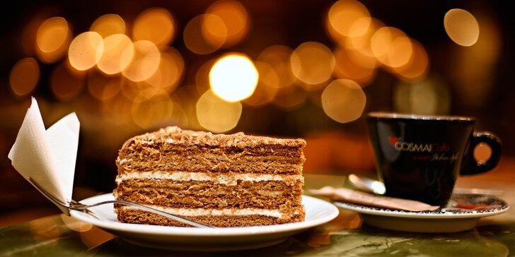 Káva, domácí čaj či limonáda a sladký dortík v legendární kavárně Lucerna