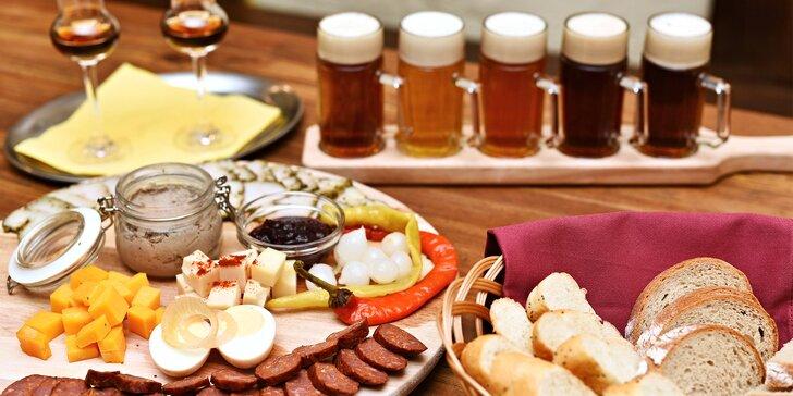 Posezení u Žíznivé Velryby: prkénko plné delikates a degustace piv pro 2 kamarády