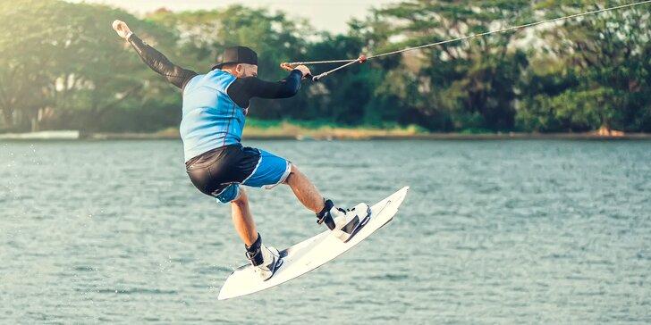 Parádní jízda po vodní hladině: 2 hodiny nebo celý den wakeboardingu i s výbavou