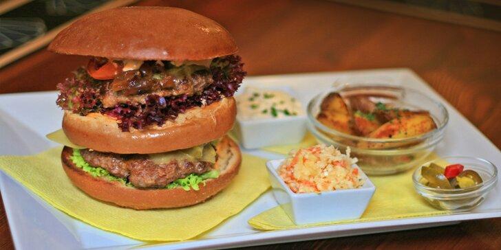 300g Megamastodont burger s opečenými brambory pro pořádné jedlíky