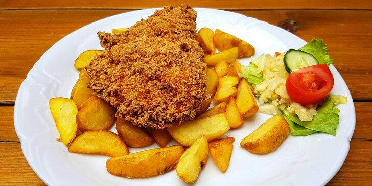 Rošťák nebo křupavák: pikantní vepřová nebo plněná kuřecí dobrota s přílohou