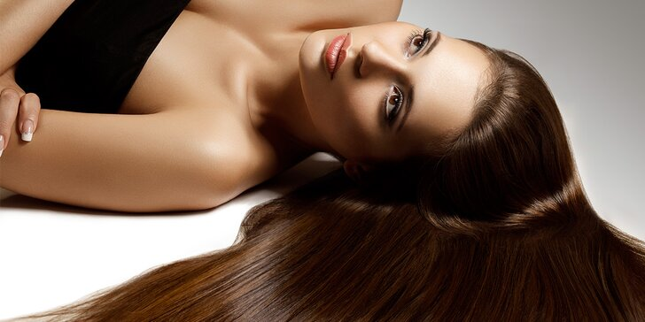 Dodejte svým kadeřím šmrnc: Keratinová péče pro regeneraci vlasů
