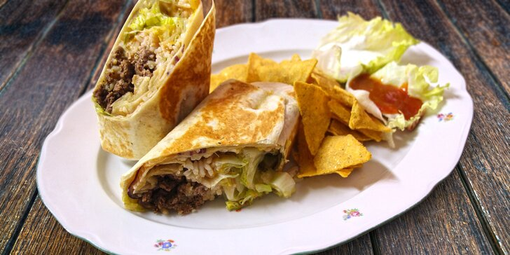 Mexické menu: Hovězí či kuřecí burrito s nachos a trojicí sals
