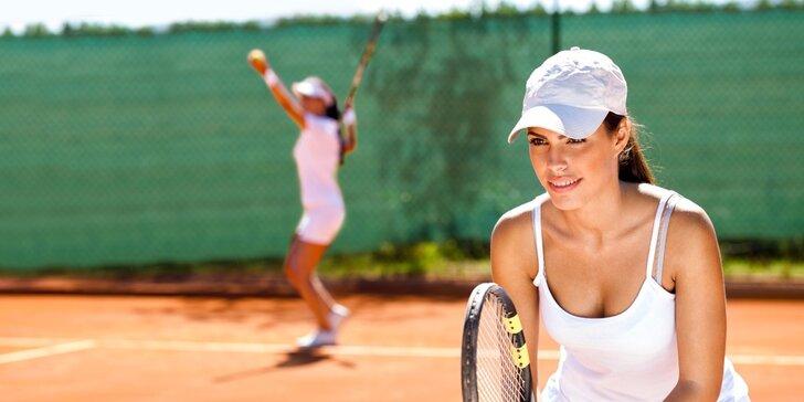 Léto s tenisem: pronájem venkovního kurtu nebo lekce tenisu s trenérem
