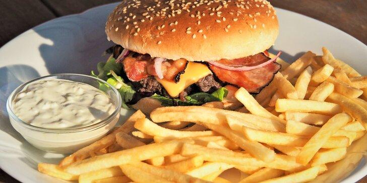 Jeden nebo dva hovězí burgery s hranolky a domácí tatarkou