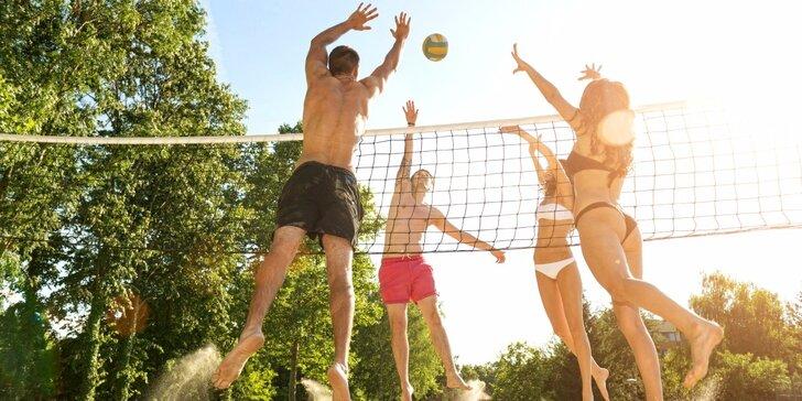 2 hodiny beach volejbalu pro partu až 10 přátel