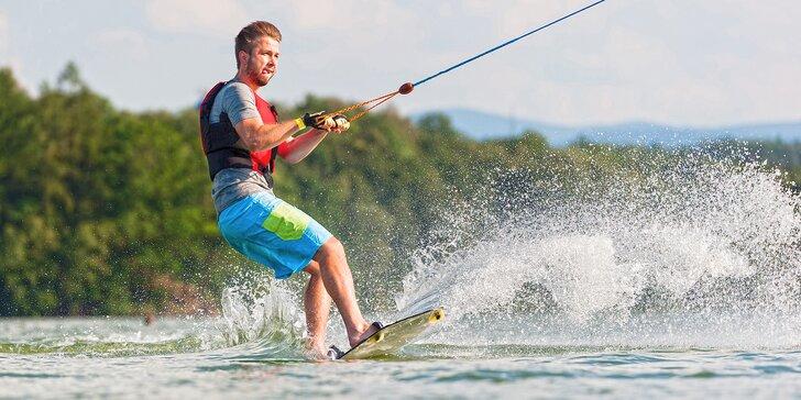 """I na vodě se dá """"snowboardovat"""": Výuka wakeboardingu pod vedením instruktora"""