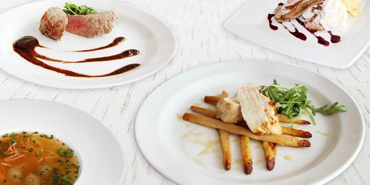Čtyřchodové menu pro 1 či 2 osoby: salát, vývar, hlavní chod dle výběru a závin
