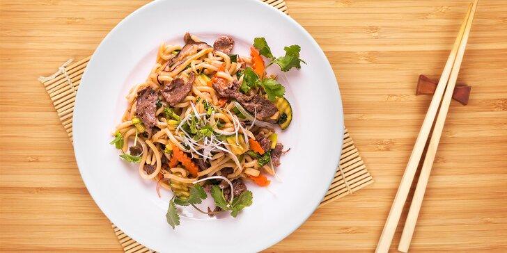 Jak chutná Vietnam: nudle udon s hovězím či krevetami a jarní závitky s nudlemi
