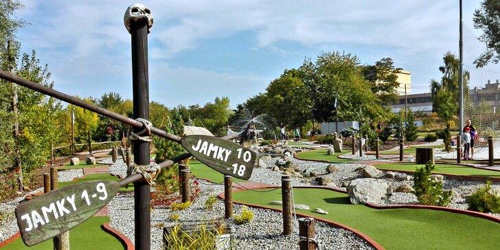 Letní zábava s osmnácti jamkami: minigolfové hřiště v Modřanech pro malé i velké