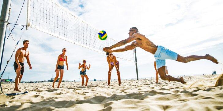 Všude dobře, na písku nejlépe: Hodinový pronájem hřiště na volejbal v Modřanech