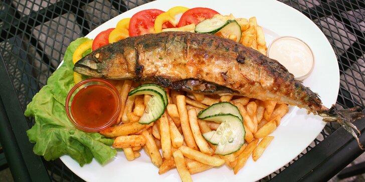 Bašta jak pro chlopa: Havířská makrela z grilu, 400 g hranolek a omáčka i zelenina