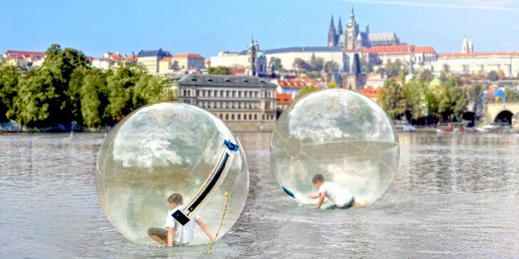 Proběhněte se po Vltavě - 10 minut vzrušující zábavy v zorbingové kouli