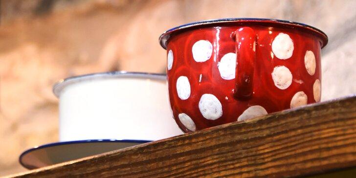 Fantazie má zelenou: Namalujte si vlastní smaltovaný kafáček s podšálkem