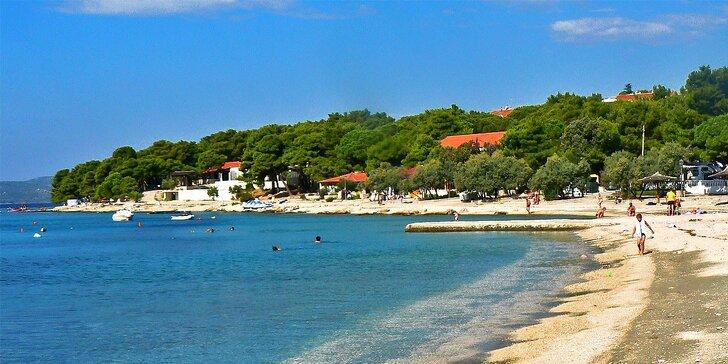 K moři do Chorvatska: pronájem chatky v kempu na 7 nocí pro 2 či 4 osoby