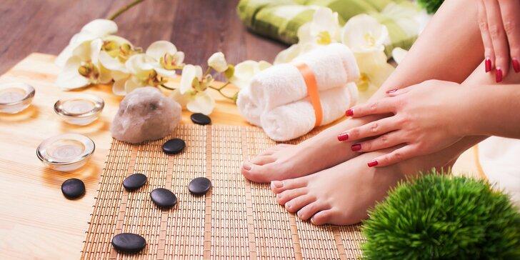 Lakování rukou nebo nohou permanentním gel lakem Rock Lak