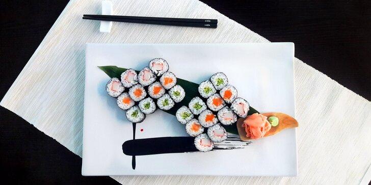 """Sushi v podzámčí: 24 nebo 44 čerstvých rolek z rukou """"sushisty"""" s 15letou praxí"""