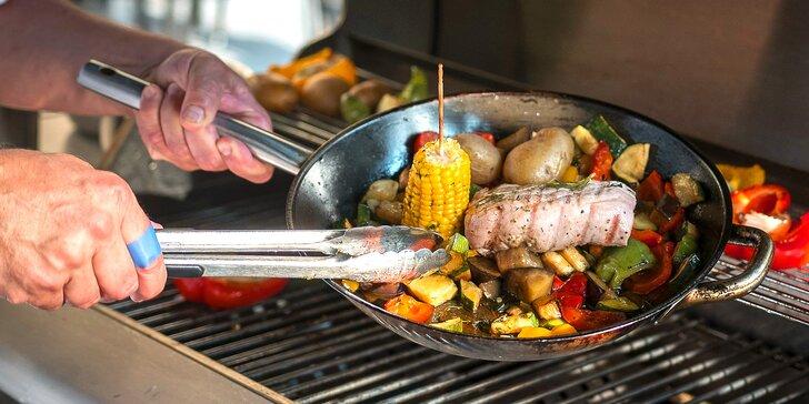 Grilování na zahradě dejvické restaurace: variace steaků a domácí limonáda pro 2
