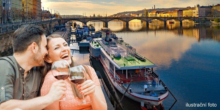 Nevinně vinný piknik na náplavce: Moravské víno a sýry pro 2 nebo 4 osoby