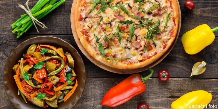 Pravá italská pizza nebo salát v restauraci Casanova u Karlova mostu