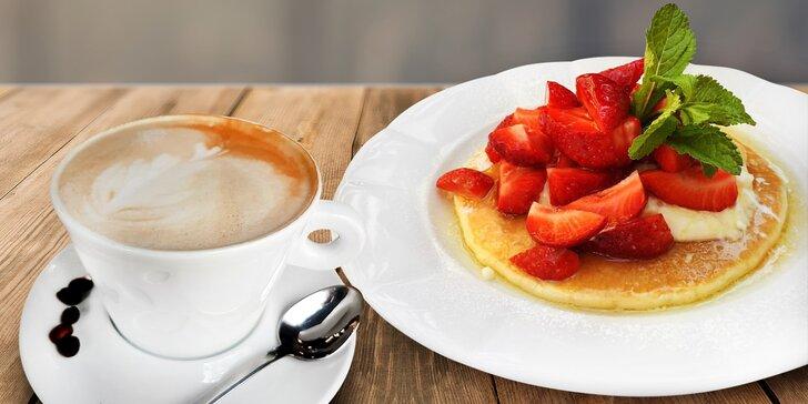 Domácí lívanec a šálek kávy: skvělá snídaně i odpolední svačinka