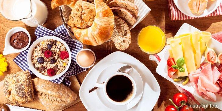 Snídaně v hotelové restauraci Symphonia v Dejvicích: all you can eat & drink