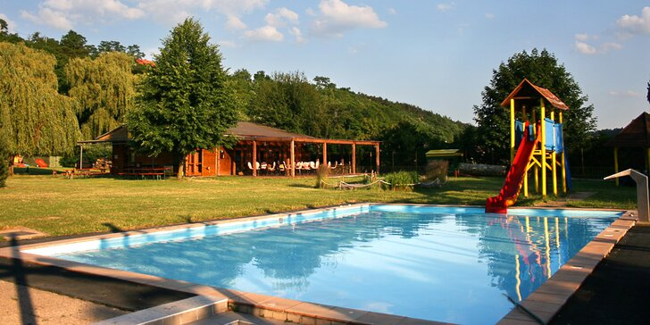 Dovolená u vody: rekreační areál ve Vraném nad Vltavou s polopenzí a tenisem
