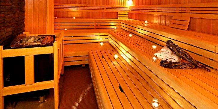 Časově neomezený vstup do saunového světa Saunia, peeling, limonáda a sekt