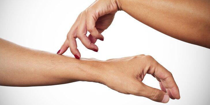 Maximální blaho: Jemné relaxační škrabkání a lechtání na zádech i celém těle