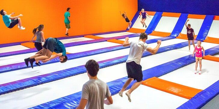 Hodinové dovádění na trampolínách ve Freestyle aréně Kolbenka pro 2 kamarády