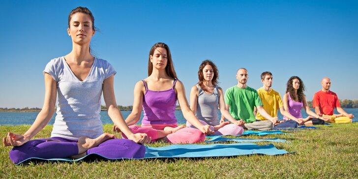 1 nebo rovnou 12 lekcí jógy pod širým nebem během celého léta