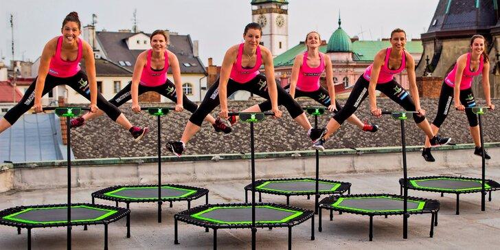 Proskákejte se ke krásné postavě: zdravý pohyb i zábava na lekcích jumpingu
