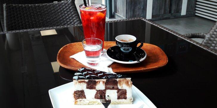 Káva, dort a domácí limonáda ve stylovém prostředí trhu ve Stromovce