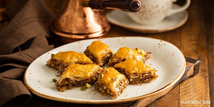 Pochoutka z východu: Ořechová baklava a káva či čaj s sebou