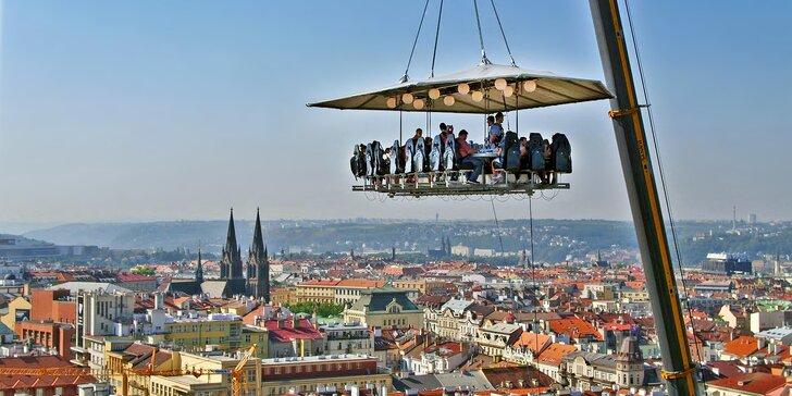 Salát pro odvážné: hodování na vyhlídkové plošině zavěšené 50 m nad zemí
