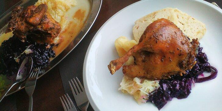 Staročeské menu pro dva: domácí paštika a půlka kachny se zelím a knedlíky