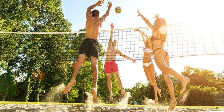 Hodina plážového volejbalu v plzeňském Sportcentru Roudná