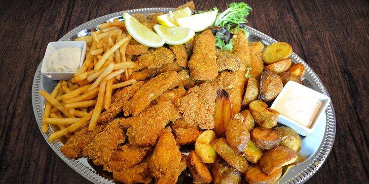 Pořádná nálož masa: 800 g kuřecích a vepřových stripsů s přílohou i omáčkami