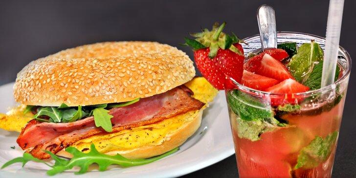 Před prací na snídani: domácí lívance, míchaná vajíčka nebo bagel v Cup and Cake